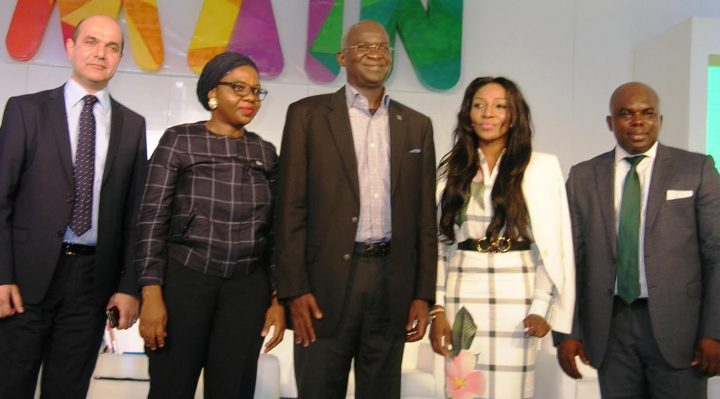 """Hon. Minister of Power, Works & Housing, Mr Babatunde Fashola, SAN (middle), Chairman Mikano International Limited, Mr Lukman Jouni(left), Managing Associate, Udo Udoma &  Belo -Osagie Barristers and Solicitors, Mrs Adeola Sunmola(2nd left), MD/CEO Mojek International, Ms Chantelle Abdul (2nd right) and CEO Time Economics, Dr Ogho Okiti (right)  in a group photograph shortly after the Session on """"Policy Framework for Fixing Power in Nigeria"""" at the Made in Nigeria Summit currently going on at the Eko Atlantic City, Lagos on Tuesday 27, September 2016."""
